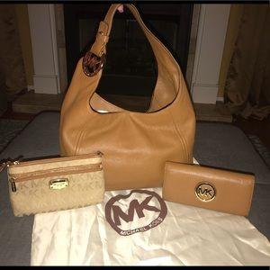 Michael Kors Handbag, Wallet & Wristlet